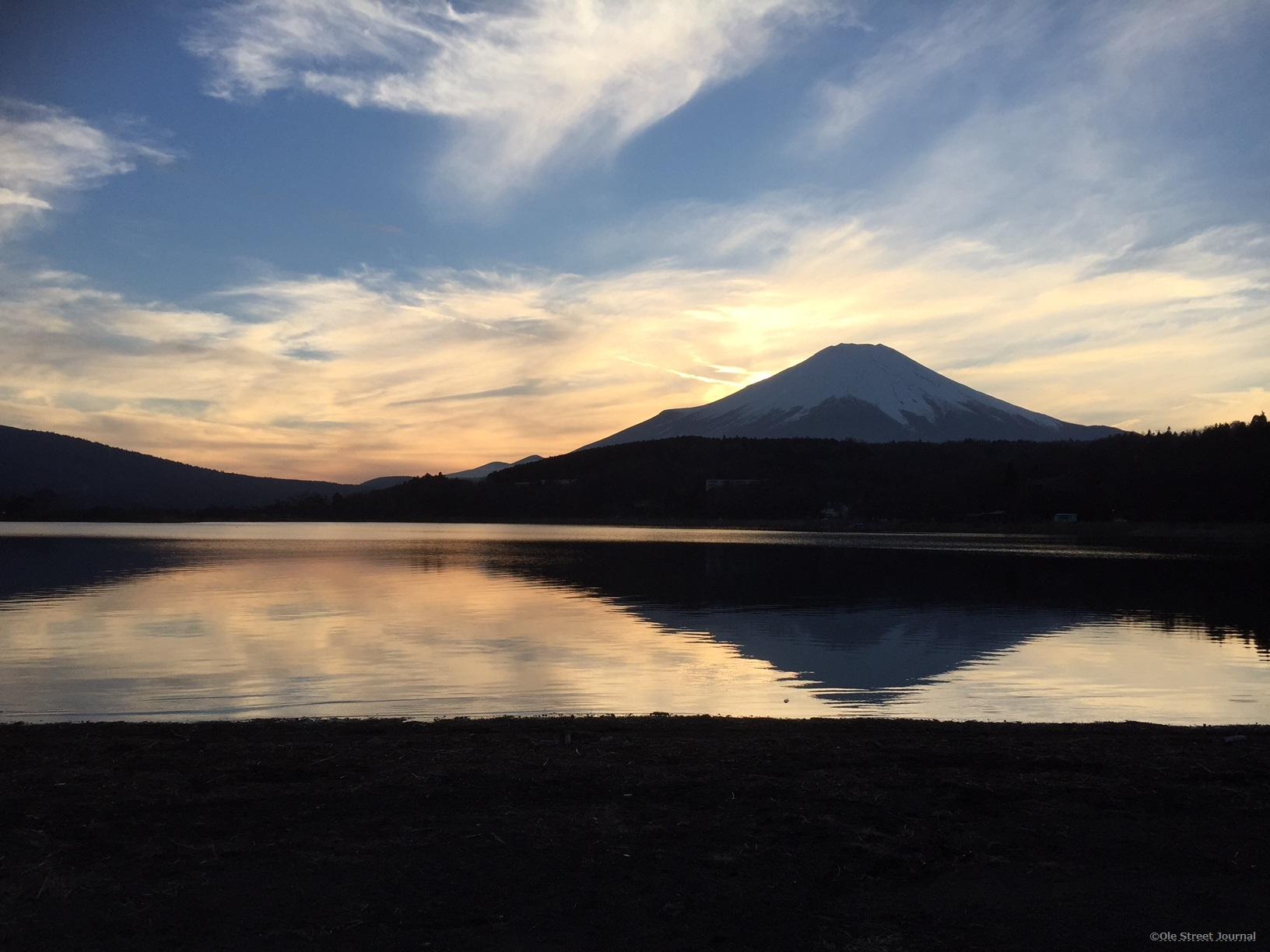 lake yamanaka and mt fuji